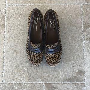 Donald J Pliner Stacked Heel Loafer Size 9
